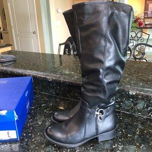 NWB Black Boots Size 8.5
